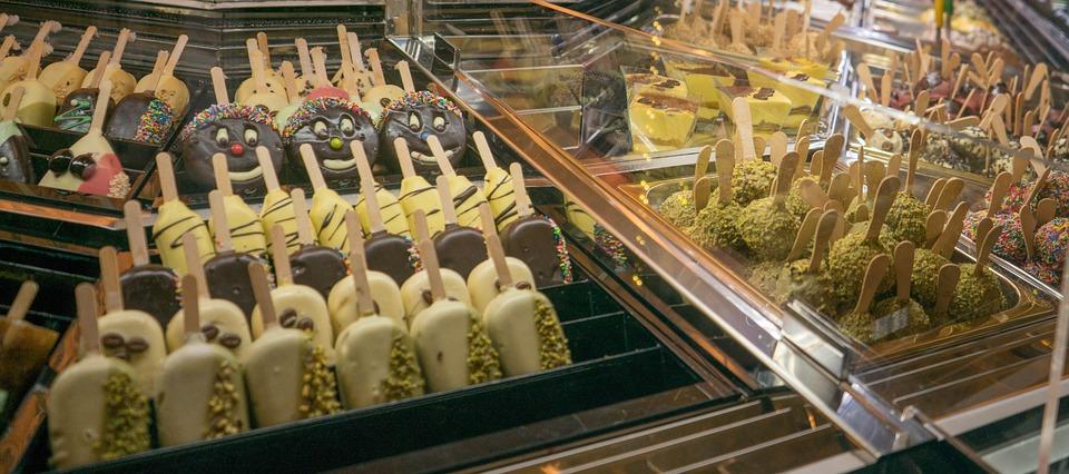 lada cukiernicza to podstawowy element wyposażenia cukierni